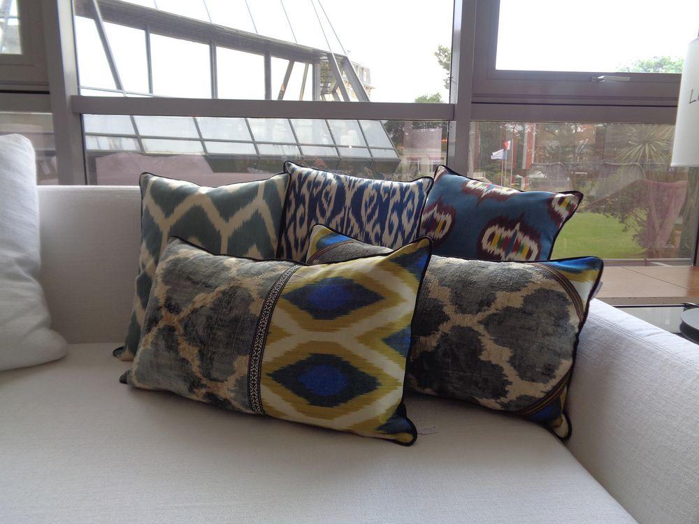 04 coussins bleus les ottomans velours soie ikat