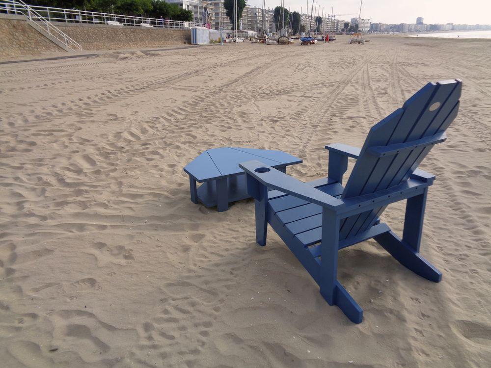 05 table basse fauteuil vue de dos plage la baule